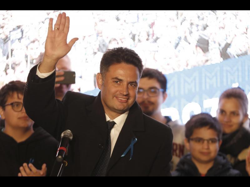 Независим консерватор ще води опозицията в Унгария срещу Орбан